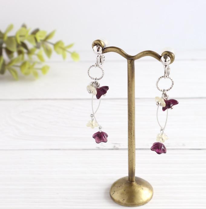 お花のガラスビーズイヤリング